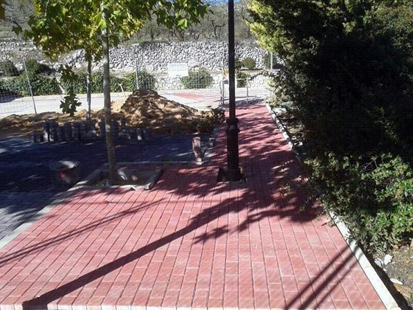 Pavimentación espacios públicos en Facheca.